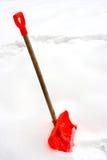 Pala roja de la nieve Imagen de archivo libre de regalías