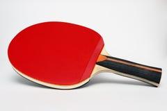 Pala rossa del pong di rumore metallico su una priorità bassa bianca Immagini Stock