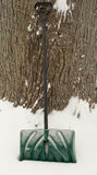Pala verde della neve Fotografie Stock