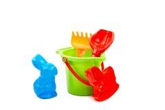 Pala y rastrillo del compartimiento de los juguetes de los niños Imagen de archivo