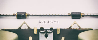 Palabra AGRADABLE con mayúsculas en una hoja de la máquina de escribir Fotografía de archivo libre de regalías