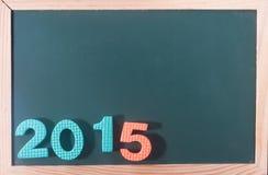 Palabra colorida 2015 en el tablero negro como fondo Imagen de archivo