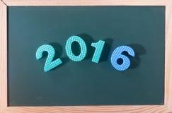 Palabra colorida 2016 en el tablero negro como fondo Fotos de archivo