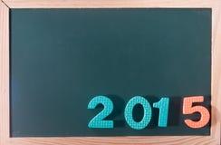 Palabra colorida 2015 en el tablero negro como fondo Imagenes de archivo