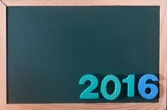 Palabra colorida 2016 en el tablero negro como fondo Imágenes de archivo libres de regalías