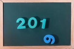 Palabra colorida 2016 en el tablero negro como fondo Foto de archivo