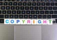 Palabra Copyright en fondo del teclado fotografía de archivo libre de regalías