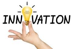 Palabra de la bombilla de la mano de la innovación Imagen de archivo libre de regalías