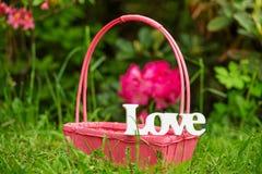 Palabra de la decoración del amor en el jardín Imágenes de archivo libres de regalías