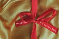Palabra de la Feliz Año Nuevo en cinta roja Imagenes de archivo