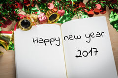 Palabra de la Feliz Año Nuevo 2017 en el cuaderno con la decoración FO del Año Nuevo Imagen de archivo