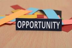 Palabra de la oportunidad en tarjetas de papel coloridas Imagenes de archivo