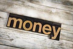 Palabra de la prensa de copiar del dinero en fondo de madera Foto de archivo