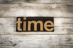 Palabra de la prensa de copiar del tiempo en fondo de madera Fotos de archivo