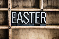 Palabra de la prensa de copiar del metal del concepto de Pascua en cajón imagen de archivo