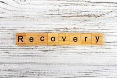 Palabra de la recuperación hecha con concepto de madera de los bloques imagen de archivo libre de regalías