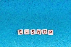 Palabra de la tienda de E en piedra Fotos de archivo libres de regalías