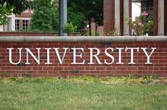 Palabra de la universidad en campus Foto de archivo