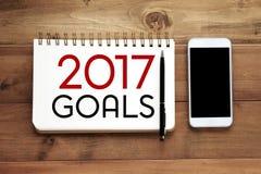 palabra de 2017 metas en fondo del papel del cuaderno Foto de archivo libre de regalías