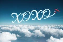 Palabra de XOXO hecha por el aeroplano imagen de archivo libre de regalías
