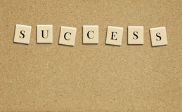 Palabra del éxito en tarjeta del corcho Fotografía de archivo libre de regalías