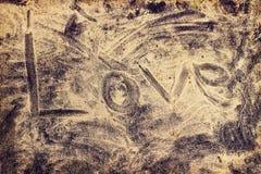 Palabra del amor en la playa del mar Imágenes de archivo libres de regalías
