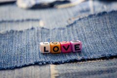 Palabra del amor en vaqueros Imágenes de archivo libres de regalías