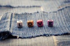 Palabra del amor en vaqueros Imagen de archivo