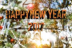 Palabra 2017 del arce de la Feliz Año Nuevo con salida del sol y Cristo del árbol de pino Imagen de archivo libre de regalías