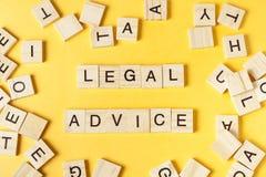 Palabra del asesoramiento jurídico escrita en el bloque de madera ABC de madera Imágenes de archivo libres de regalías