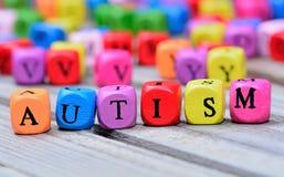 Palabra del autismo en la tabla imagen de archivo libre de regalías