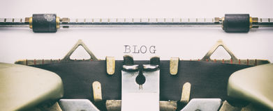 Palabra del BLOG con mayúsculas en una máquina de escribir Fotos de archivo libres de regalías
