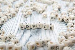 Palabra del consejo escrita en el bloque de madera ABC de madera Foto de archivo libre de regalías