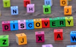 Palabra del descubrimiento en la tabla imágenes de archivo libres de regalías