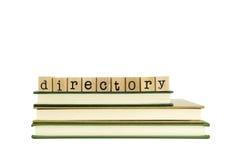 Palabra del directorio en sellos y libros de madera imagenes de archivo