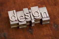 Palabra del diseño en metal y madera Imagenes de archivo