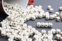 Palabra del IDEA formada por los bloques de madera del alfabeto ABC de madera Foto de archivo