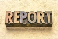 Palabra del informe en el tipo de madera fotografía de archivo