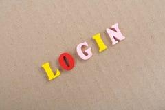 Palabra del INICIO DE SESIÓN en el fondo de madera compuesto de letras de madera del ABC del bloque colorido del alfabeto, espaci Imagenes de archivo