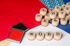 PALABRA del texto en sellos de madera Imagenes de archivo