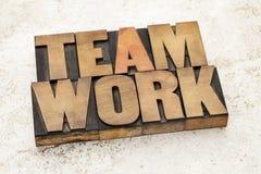 Palabra del trabajo en equipo en el tipo de madera Foto de archivo