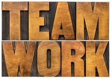 Palabra del trabajo en equipo en el tipo de madera Imágenes de archivo libres de regalías