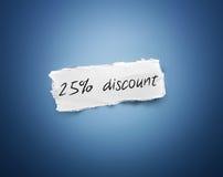 Palabra - descuento del 25% - en un pedazo del Libro Blanco Foto de archivo libre de regalías