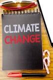 Palabra, escribiendo el cambio de clima Concepto del negocio para calentarse global escrito en el libro del cuaderno, fondo de ma Foto de archivo libre de regalías
