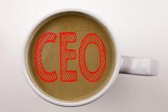 Palabra, escribiendo el texto del CEO en café en taza Concepto del negocio para el líder de funcionamiento Business Executive Pre Fotos de archivo