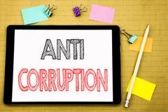 Palabra, escribiendo la corrupción anti Concepto del negocio para el texto corrupto del soborno escrito en el ordenador portátil  fotografía de archivo libre de regalías