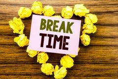 Palabra, escribiendo tiempo de la rotura Concepto del negocio para la pausa de la parada del taller del trabajo escrito en el doc foto de archivo libre de regalías