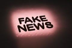 palabra ' falsificación news' imagen de archivo libre de regalías