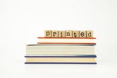 Palabra impresa en sellos y libros de madera imagen de archivo libre de regalías