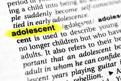 Palabra inglesa destacada adolescente y su definición en el diccionario Imagenes de archivo